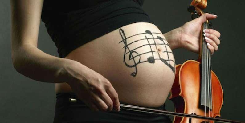 Đừng áp tai nghe vào bụng rồi nghĩ con sẽ thông minh! Mẹ bầu nên nghe nhạc thai giáo như thế nào?